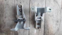 Крепление двери переднее правое пара Mazda Bongo Friendee 1995-2005