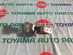 Петли двери передней правой Toyota harrier mcu35