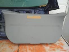 Обшивка двери багажника Mazda Demio, задняя DY3W