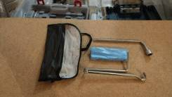 Комплект стандартных инструментов в органайзере Toyota