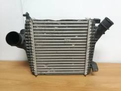 """Радиатор турбины """"интеркулер """" правый Audi Q7"""