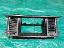 Рамка монитора Nissan Patrol Y62