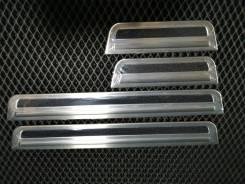 Накладки на пороги Toyota Rav-4 2018г+ (нержавеющая сталь)