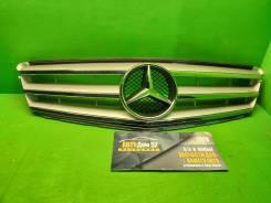 Решетка радиатора Mercedes W204 AMG серая