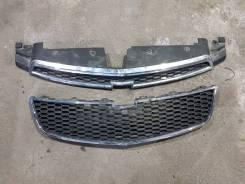 Продам 2 решетки радиатора на Chevrolet Cruze