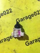 Кнопка стеклоподъемника передняя левая на Toyota Caldina, Carina