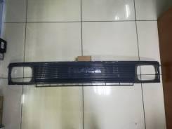 Решетка радиатора Toyota Hiace 1989-93