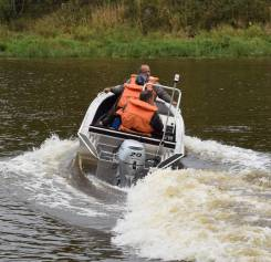 Алюминиевая лодка Wellboat-42NexT консоль.