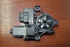 Моторчик стеклоподъемника задний Skoda Octavia A7