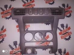 Рамка магнитофона Nissan Micra K11