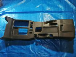 Продам консоль между сидений на Isuzu Bighorn UBS69 4JG2