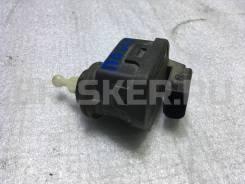Моторчик корректора фар на Фольксваген Поинтер [8L0941296B]
