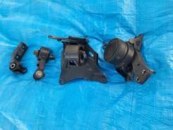Подушки двигателя комплект Toyota VITZ, Yaris SCP90, 2SZFE