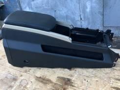 Бардачок между сидений Infiniti QX56