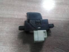 Кнопка стеклоподъемника Nissan