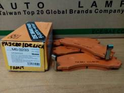Продам колодки тормозные передние Mitsubishi Pajero / Delica