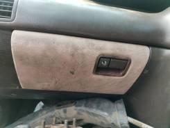 Продам крышку бардачка на Toyota Mark2 GX81