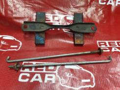 Крепление аккумулятора Toyota Vitz SCP10
