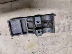 Крышка крепления нижней подушки Водная техника Yamaha 8