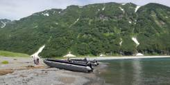 Большая, надувна, моторная лодка, катамаранного типа Братан 750 Эксклю