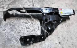 Панель передняя (рамка радиатора) правая Opel Astra III (H)