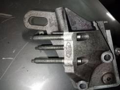 Кронштейн опоры двигателя правый Ford Focus III (CB8)