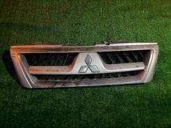 Решетка радиатора Mitsubishi Pajero III