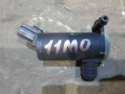 Насос (моторчик) омывателя стекла Ford Explorer 2003 [F75U17664BB] III 4.0