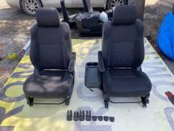 Сидения передние пара в хорошем состоянии рестайлинг Toyota Ipsum