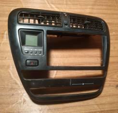 Центральная панель (под магнитолу) Toyota T190