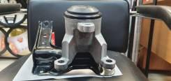 Правая опора (подушка) двигателя Nissan 112103KA0A