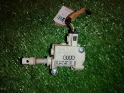Сервопривод запирания лючка бензобака Audi A8