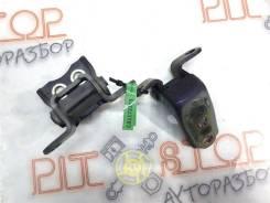 Петли передней правой двери Honda Accord VII 2003-2007 [67410S3N003ZZ]