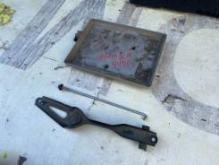 Крепление аккумулятора в сборе Toyota Ipsum 74450-44010