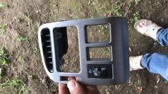 Накладка торпедо серая, левая Toyota Avensis 1, T220,55650-05051