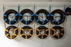 Подвесной стеллаж для хранения колёс или шин.