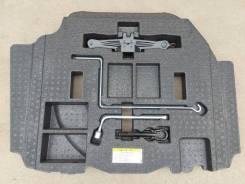Набор инструмента Toyota Camry 2015 [5477933062] AVV50-1050975 2AR-FXE